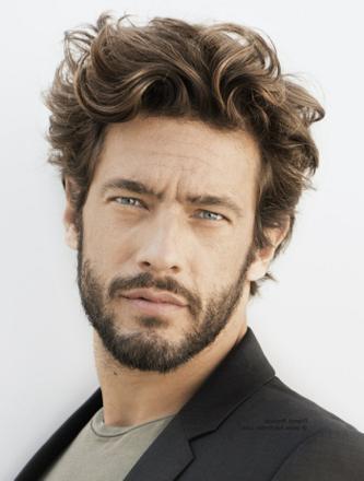 coupe homme cheveux long epais